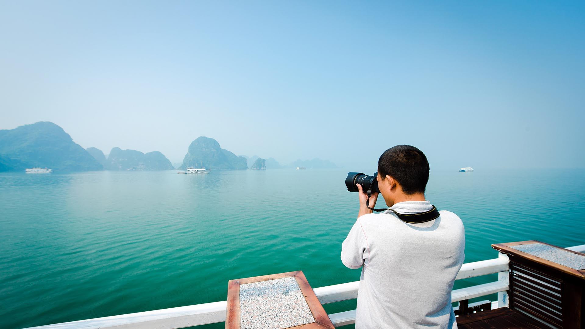 Photographer in Halong Bay | Halong Bay Cruises